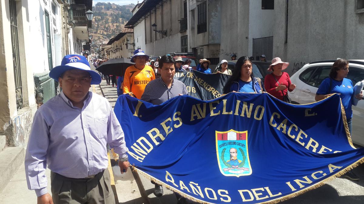 Los docentes marcharon por las principales calles de Cajamarca pidiendo incremento de presupuesto para el sector Educación