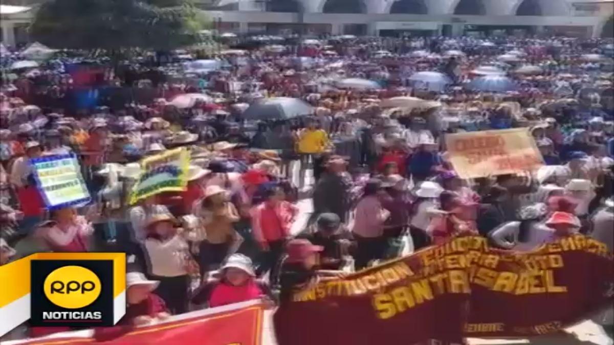 Docentes en huelga lamentaron que medida de lucha se extienda una semana más ante la falta de diálogo.