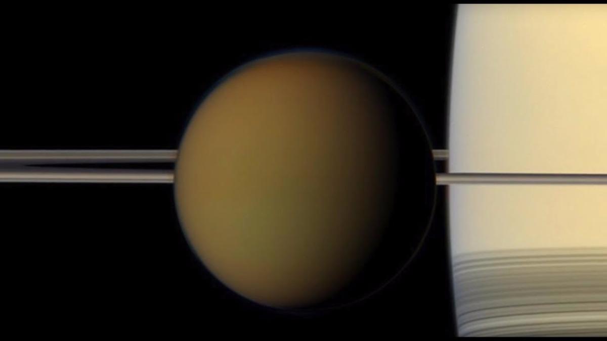 Cassini visita la luna Titán