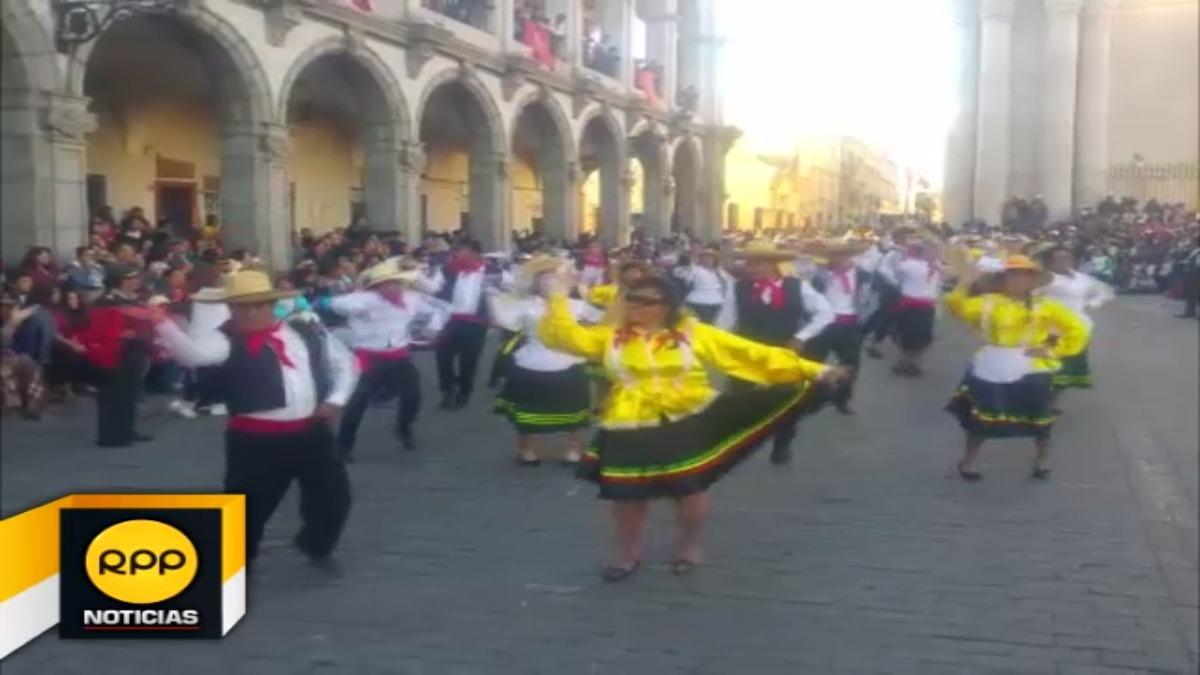 Tradicional pasacalle partió del distrito de Cayma y recorrió las principales calles de la Ciudad Blanca con motivo de su aniversario.
