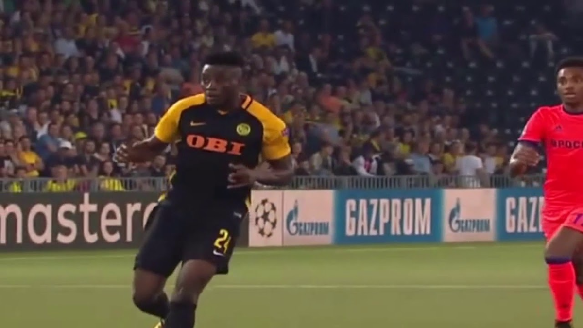 Kasim Nuhu debutó en el fútbol profesional con el Medeama de Ghana en 2012.