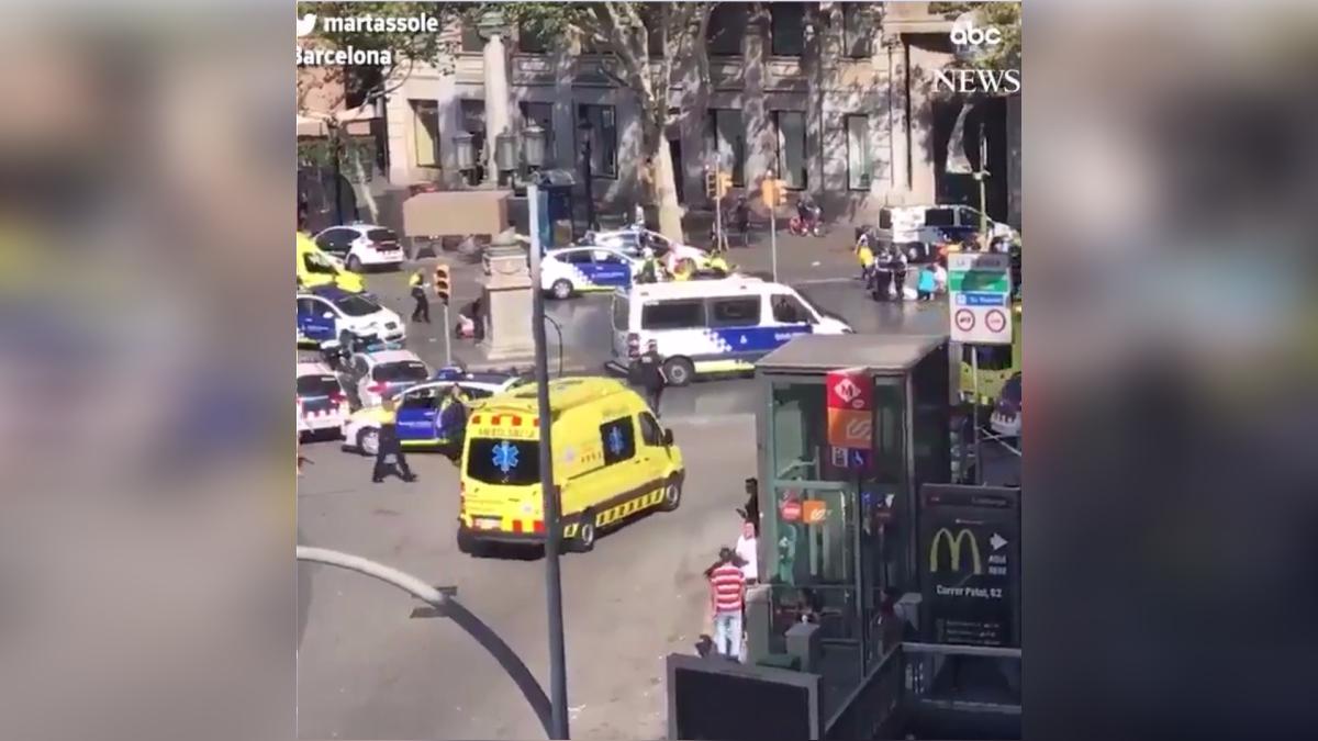 Atentado en Barcelona | El ataque ocurrió cuando una furgoneta blanca atropelló a varias personas que paseaban por las Ramblas, uno de los lugares más concurridos y turísticos de esta ciudad del noreste español.