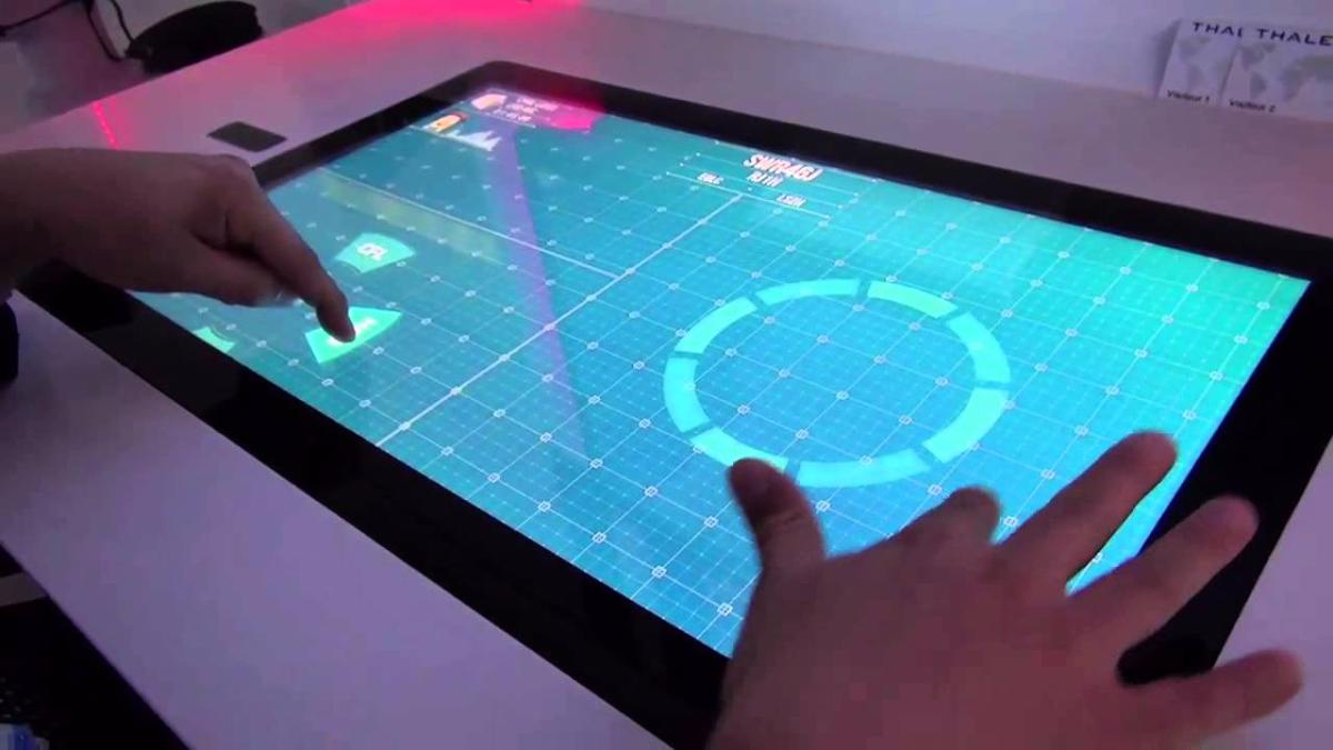 Los creadores del sistema explica cómo funciona este novedoso control aéreo.