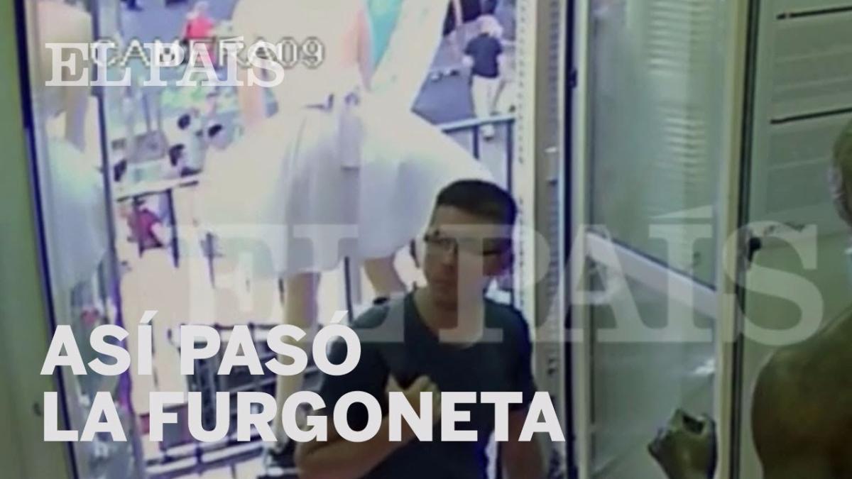 En el video se observa la gran velocidad con la que pasa la furgoneta en el atentado en La Rambla, Barcelona.