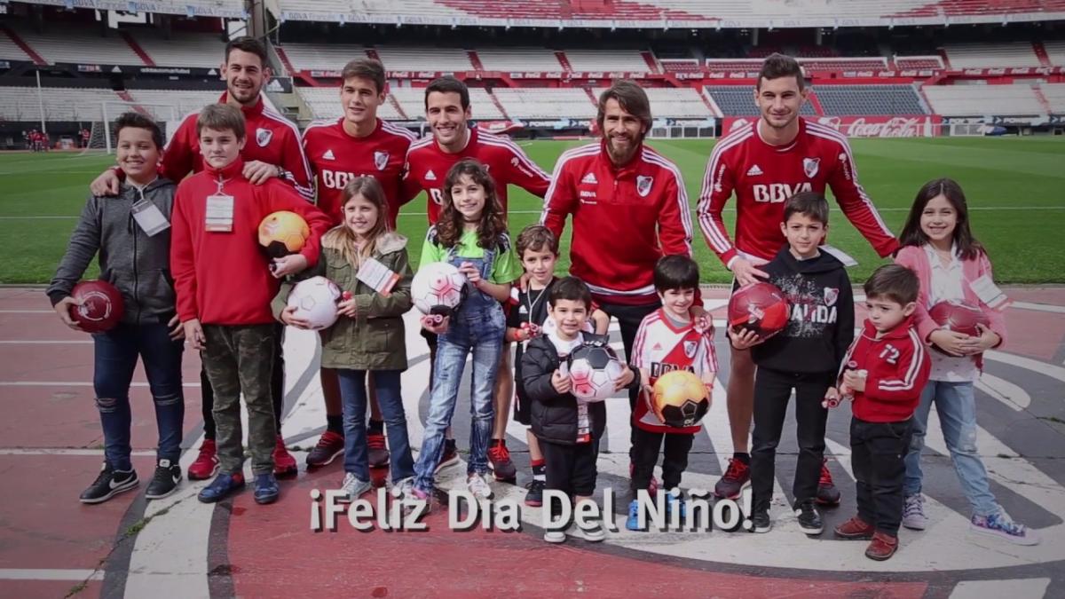 Mira el video completo con todas las preguntas de los niños a los jugadores de River Plate aquí.