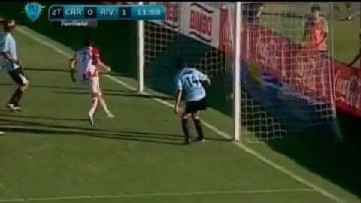 Revisa el golazo que anotó Gabriel Leyes en el año 2013 con la camiseta de River Plate de Uruguay.