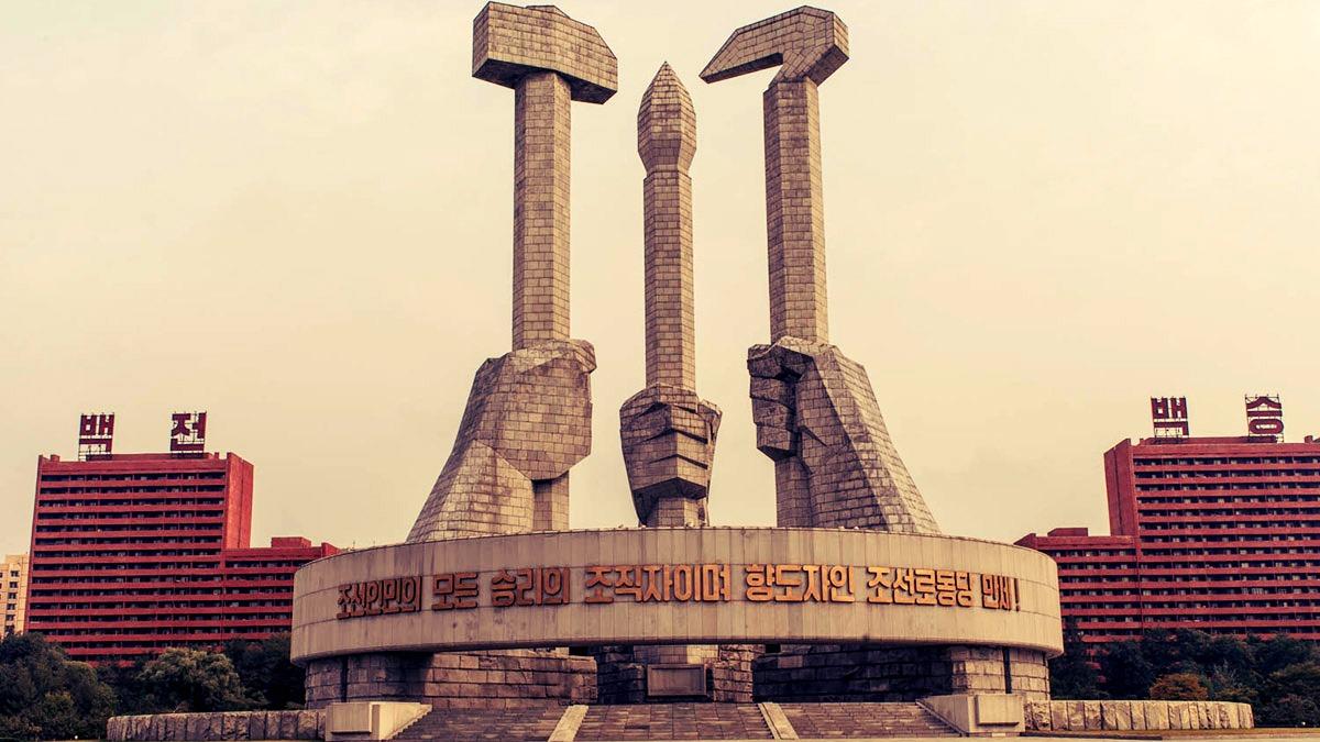 Imágenes de la capital Pyongyang. El vuelo desde Beijing (China) dura 2 horas.