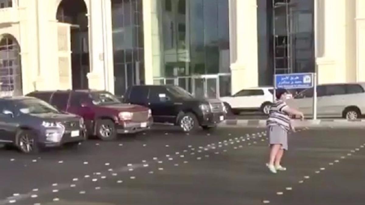 Arabia Saudí detiene a un niño por bailar la Macarena en la calle