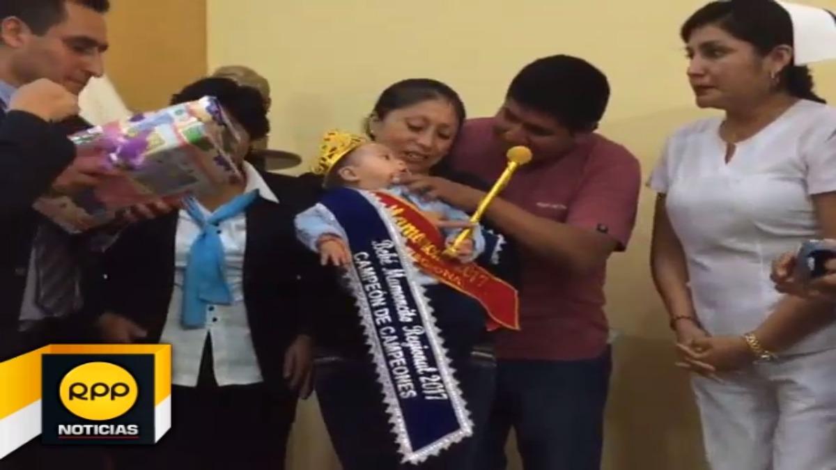 Concurso del bebé mamoncito para promover la lactancia materna.