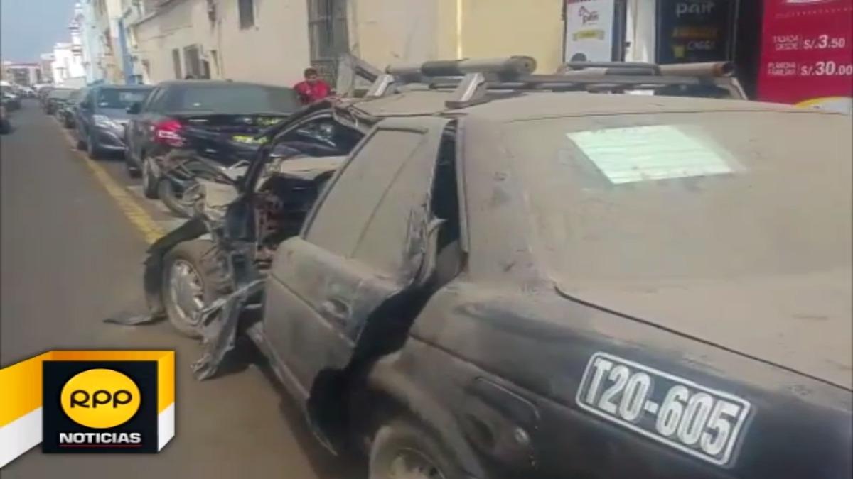Vecinos piden a autoridades policiales se retire unidades en desuso que participaron de accidentes.