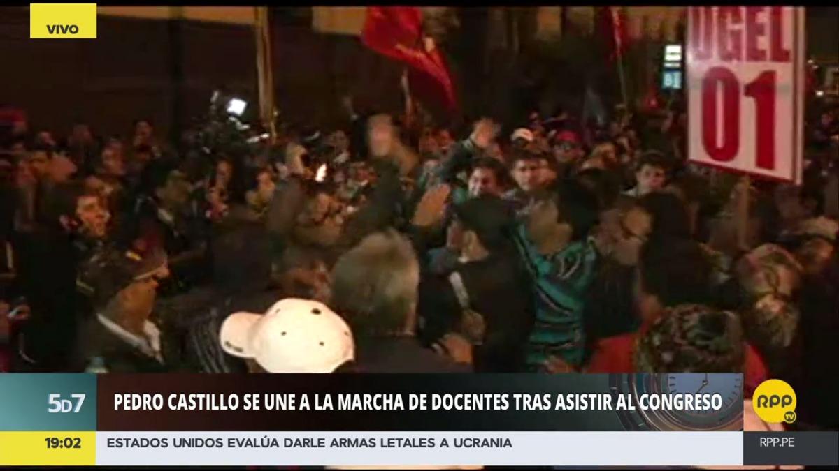 El dirigente Pedro Castillo se retiró del Congreso y se unió a la protesta.