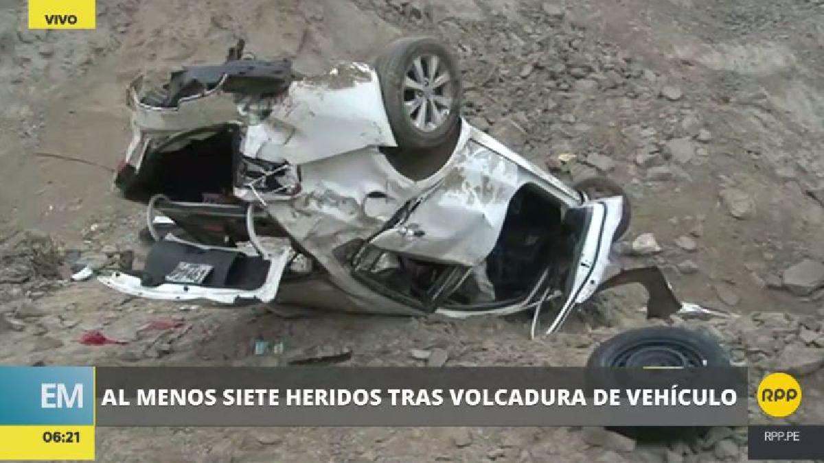 El coche rodó por la pendiente y cayó a una cancha de fulbito de Cieneguilla.
