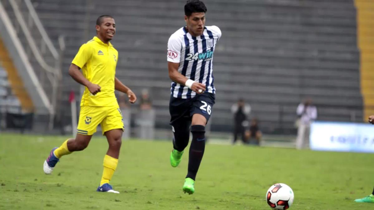 Hansell Riojas ya está inscrito en los registros de AFA como jugador de Belgrano.