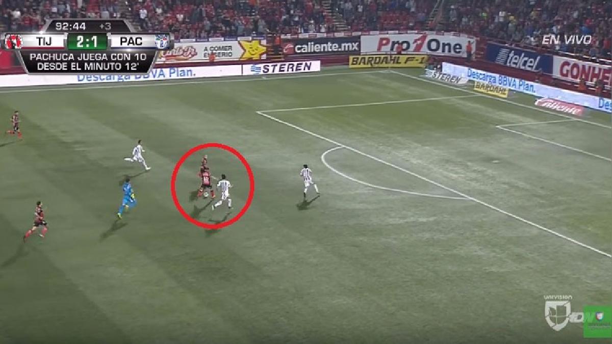 Iturbe juega de extremo y actualmente está en los Xolos de Tijuana desde esta temporada.