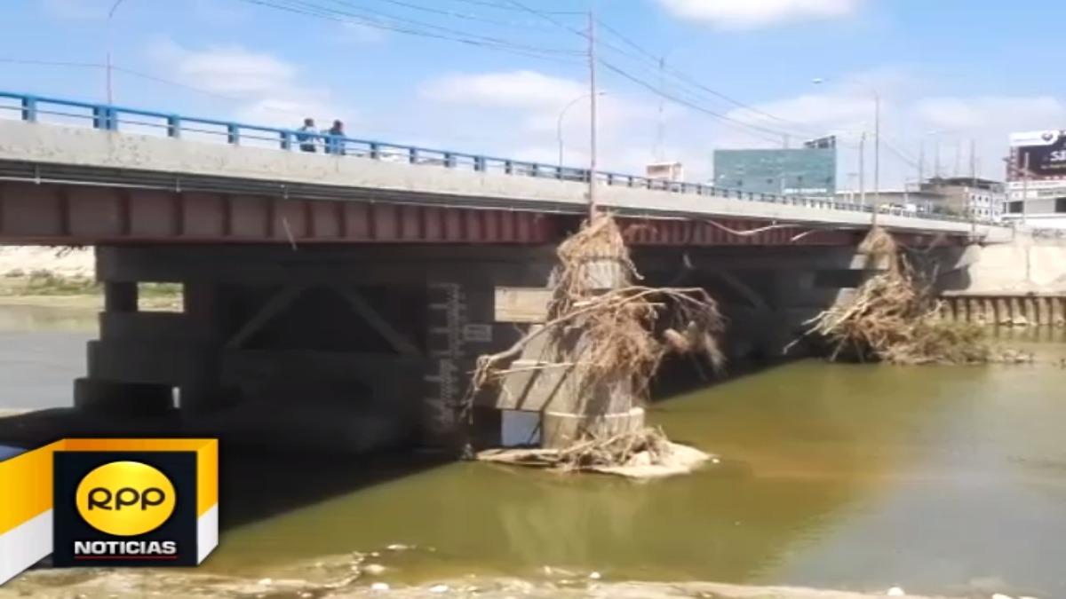 Técnicos del Ministerio de Agricultura refutan criticas del Colegio de Ingenieros - Piura asegurando que descolmatar el río como medida de prevención siempre ha funcionado.