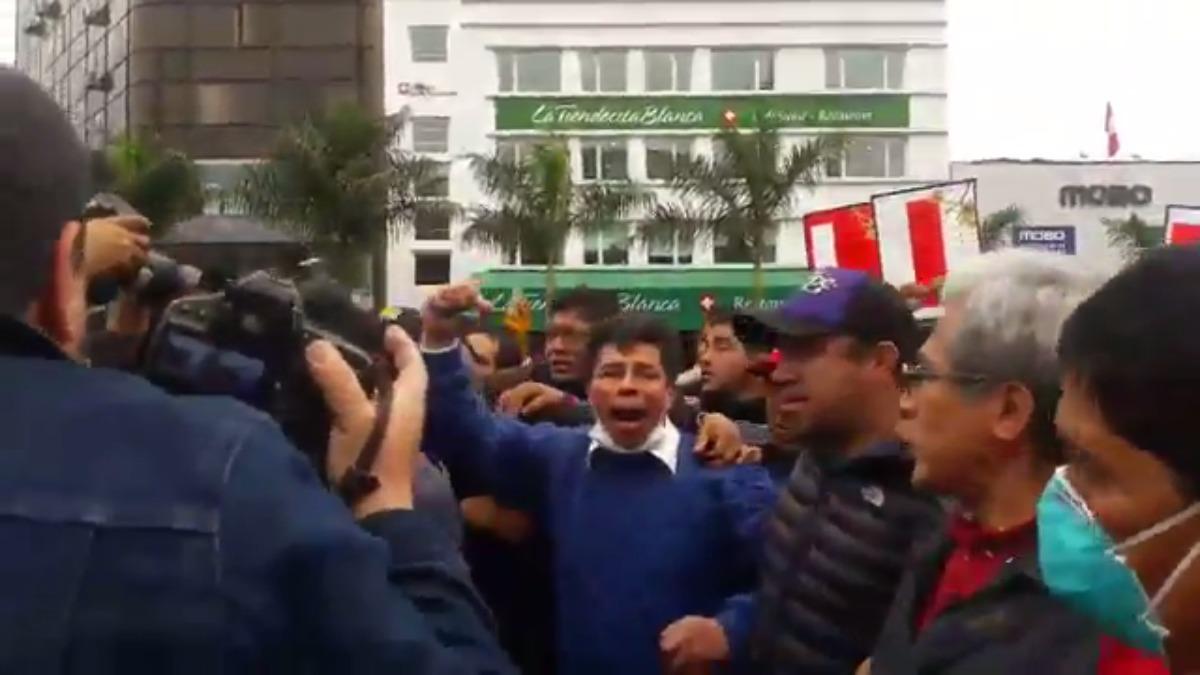 Los maestros marchan al Centro de Lima.