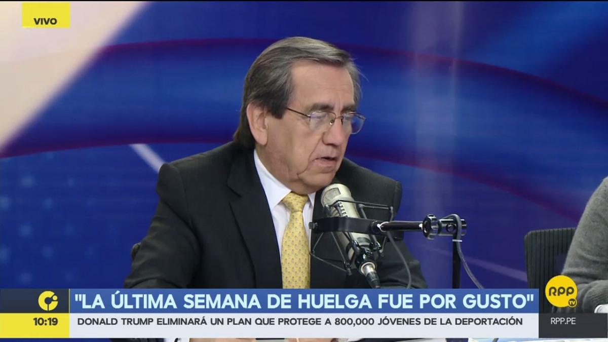 Del Castillo fue uno de los congresistas que se sumó a las negociaciones con los maestros.