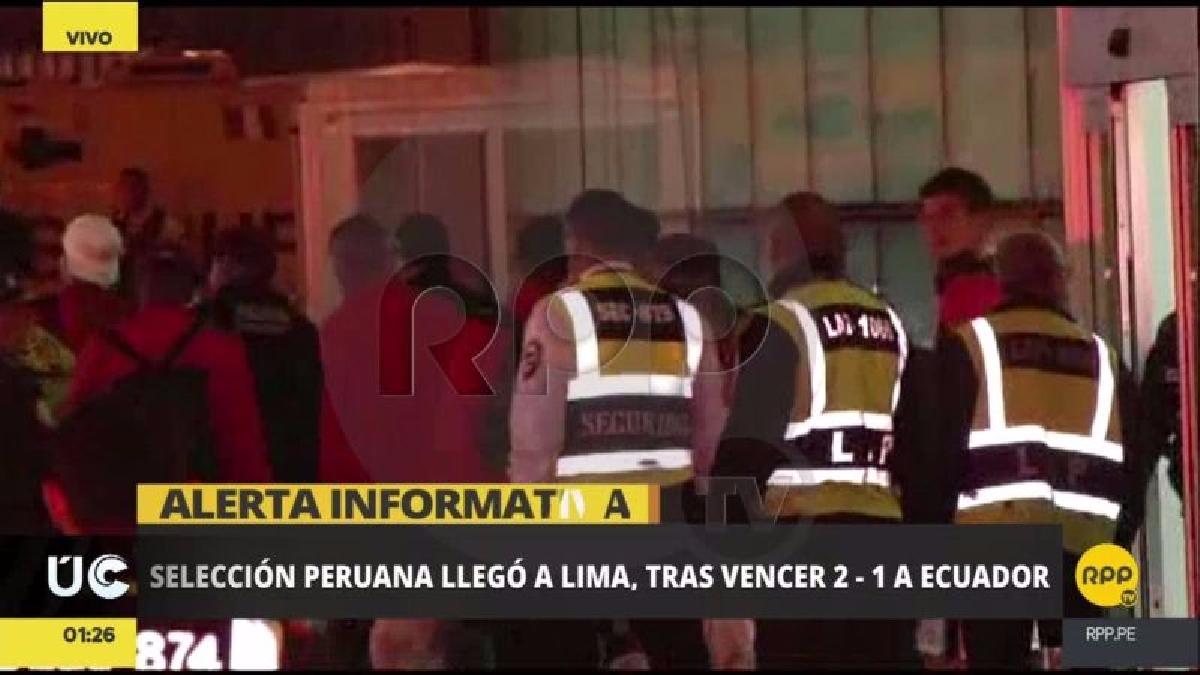 Los jugadores llegaron poco después de la 1 de la mañana y rápidamente abordaron un bus hacia la Videna.