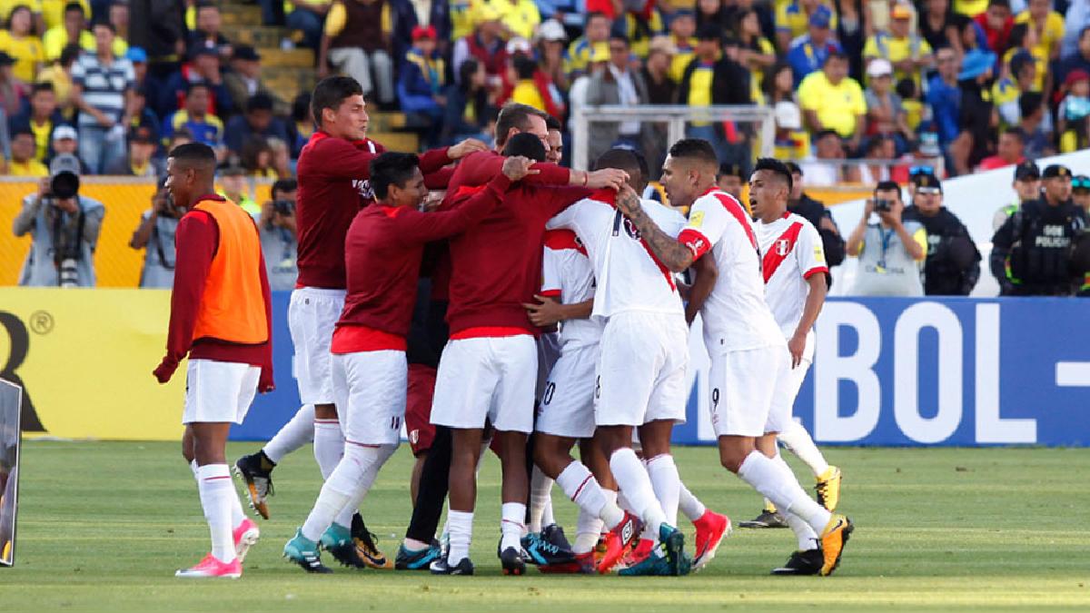 Perú derrotó a Ecuador en Quito y se ubica en zona de clasificación.