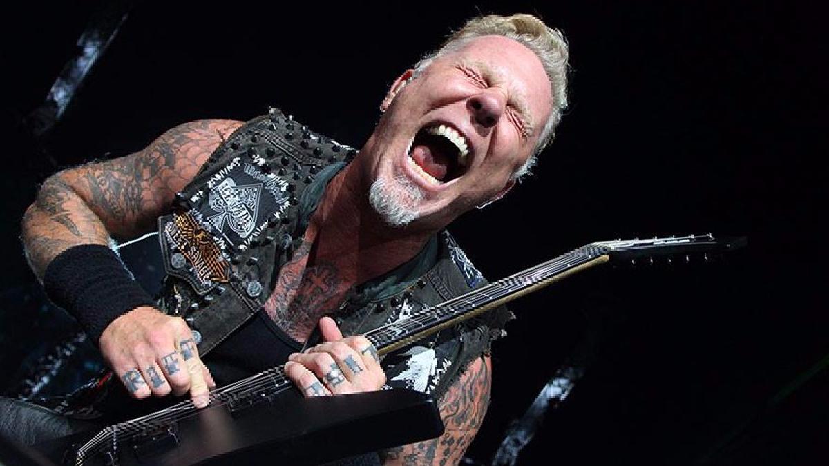 James Hetfield sufre caída durante un concierto en Holanda