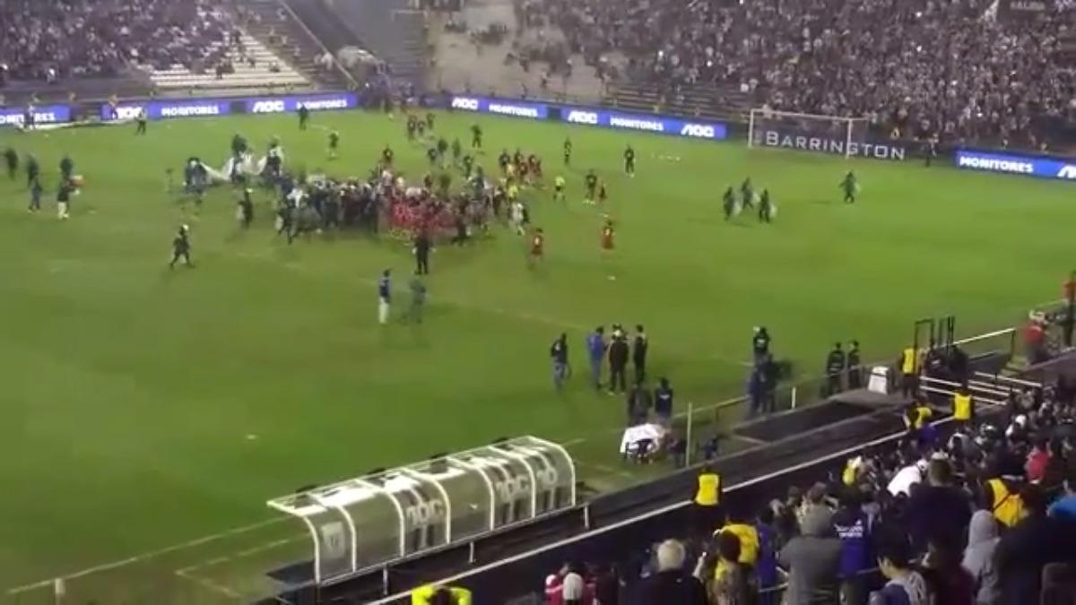 Revive el altercado al final del Alianza Lima vs. Universitario (reservas).