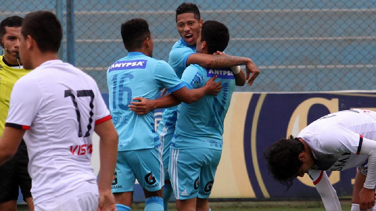 Sporting Cristal venció 3-2 a San Martín en el estadio Alberto Gallardo.
