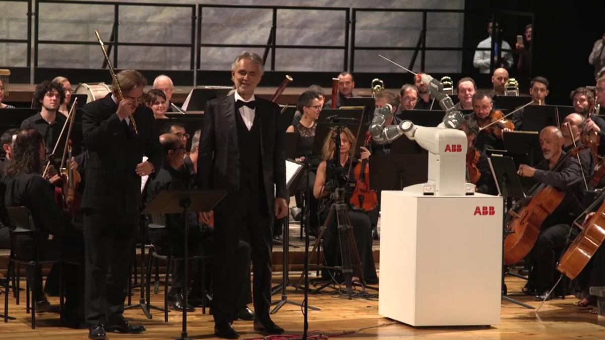 Andrea Bocelli, además de tenor, es escritor y productor musical. Ya ha grabado diez óperas y tiene discos con canciones clásicas y de música pop.