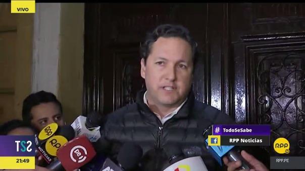 El vocero de bancada Fuerza Popular, Daniel Salaverry, brinda declaraciones a la prensa.