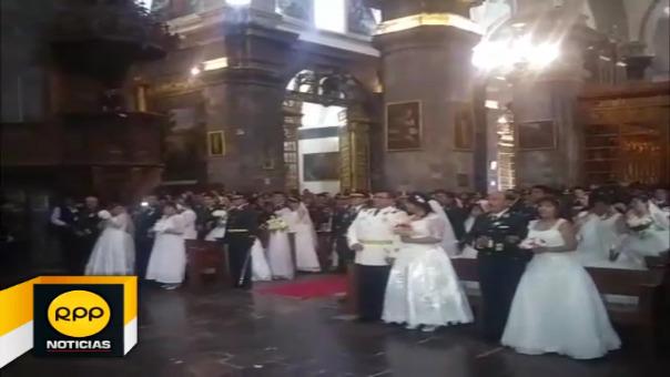 Parejas se dieron el sí en la basílica catedral de Cusco y luego se dirigieron a municipalidad de para matrimonio civil.