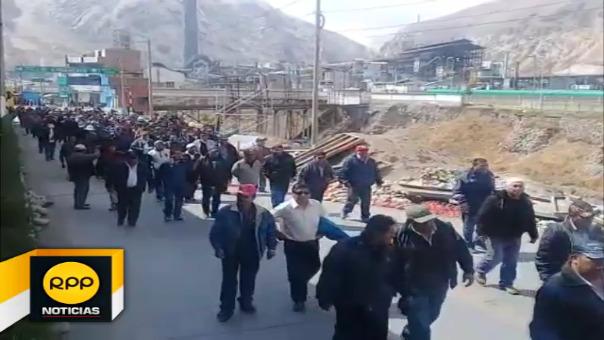 Medida de protesta se inició desde las 00 horas del viernes, ellos exigen que sea destituida la administradora DIRIGE.