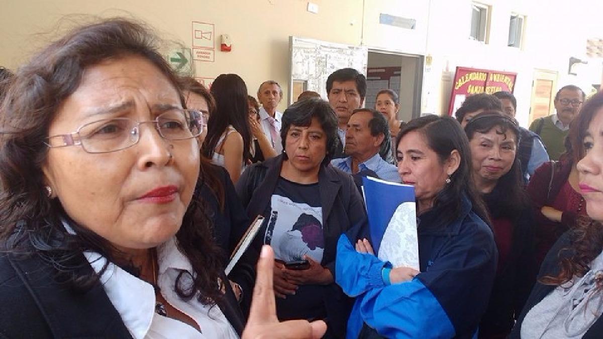 Docentes se mostraron en desacuerdo por los descuentos que se realizó a más 200 maestros del nivel secundaria.