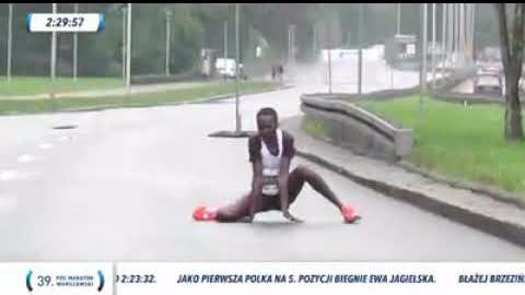 Recho Kosgei cayó rendida estando a 800 metros de la meta.