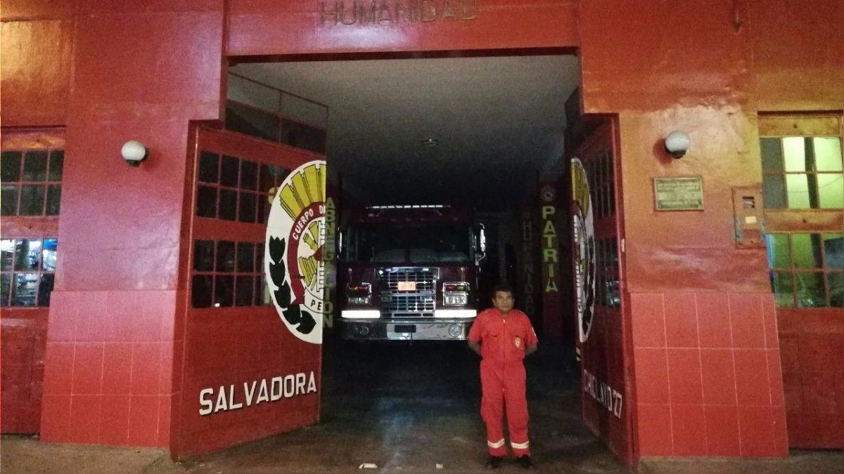 Bomberos sin luz en Chiclayo.
