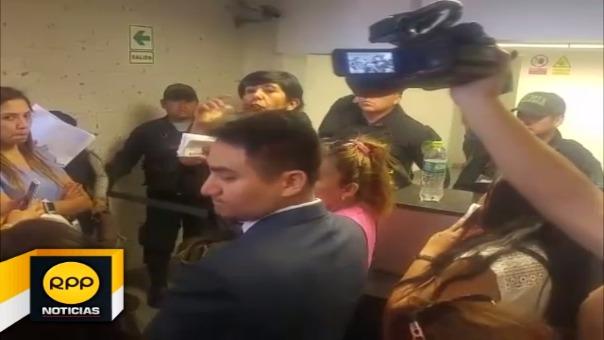 Escolares varados en aeropuerto de Arequipa.