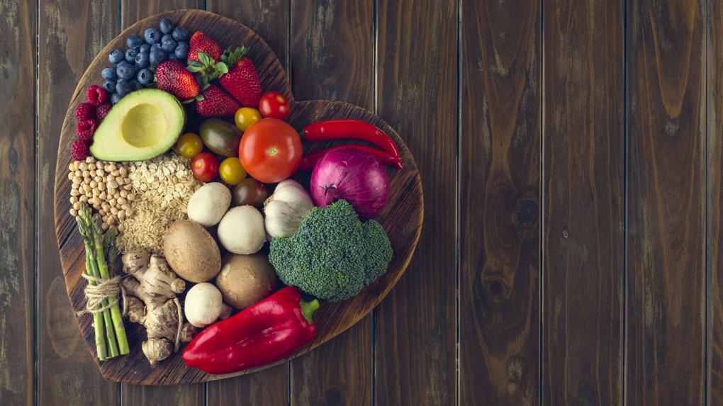 Las frutas y las verduras, por su contenido de fibras y de sustancias antioxidantes, protegen el corazón.
