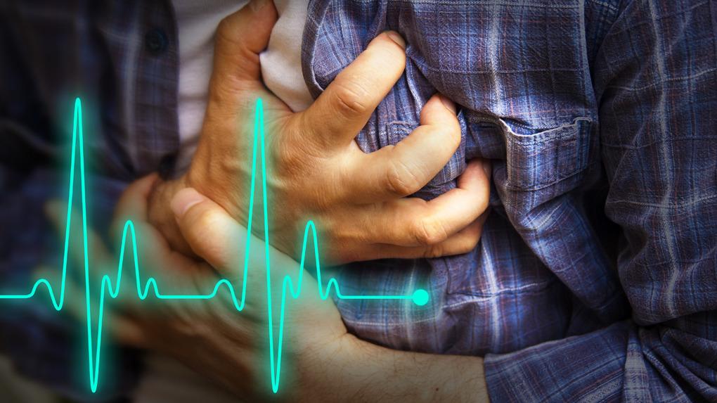 Los principales factores de riesgo que llevan a tener un infarto al corazón son la hipertensión y la diabetes mal controlada.