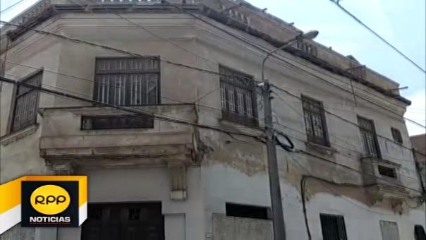 El recinto de dos pisos se encuentra abandonado y se habría desplomado a raíz de la lluvia de regular intensidad que se presentó en las últimas horas.
