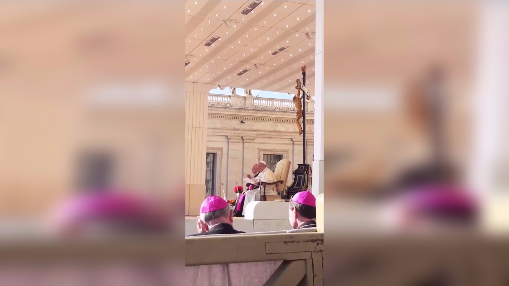 En Instagram Stories compartió un clip de una misa que el Papa ofreció.