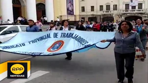 Empleados paralizaron labores y protestaron en centro de Chiclayo.