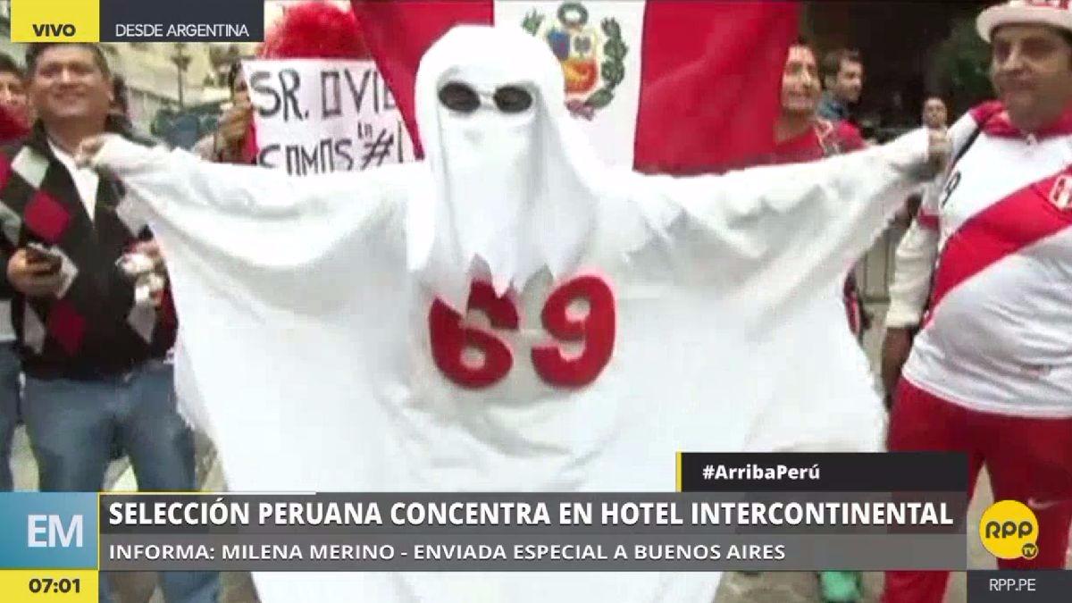 El 'Fantasma del 69' llamó la atención en las afueras del hotel.