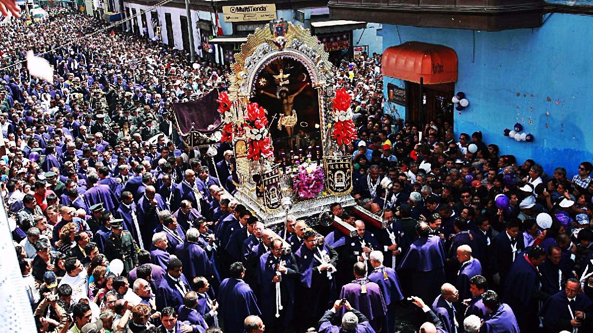 El Señor de los Milagros comienza su recorrido de cada mes de octubre este sábado 7 de octubre.