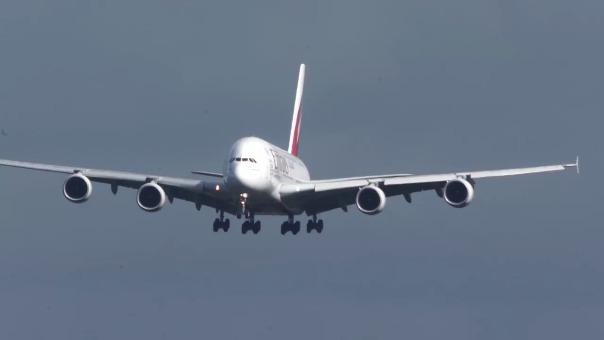 Los pilotos del Airbus A380 han tenido que demostrar una habilidad única en los controles
