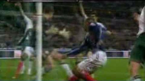 La mano de Henry previo al gol de Francia ante Irlanda dio la vuelta al mundo.