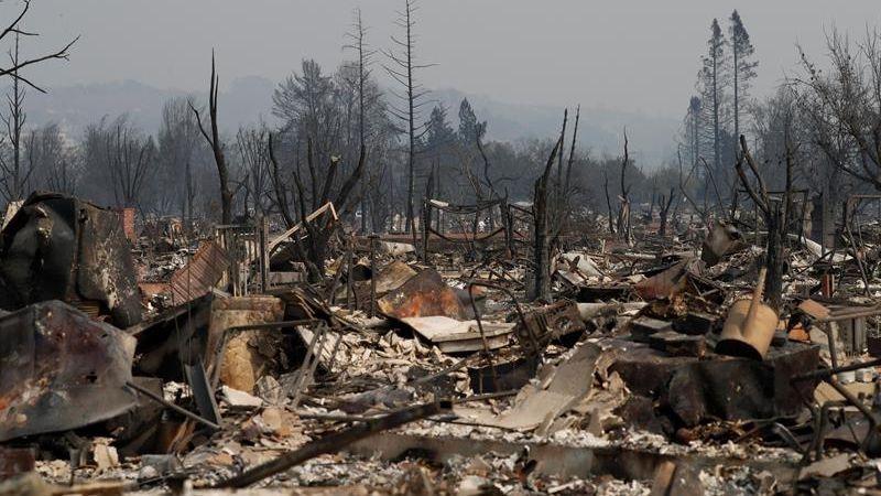 Al menos 25.000 personas fueron evacuadas en el condado de Sonoma ante las amenazas del fuego, de las cuales cerca de 5.000 se encuentran en refugios.