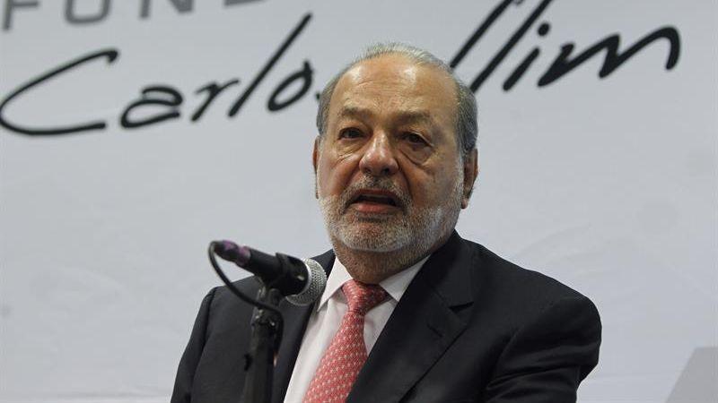 Carlos Slim hizo el anuncio en una multitudinaria conferencia de prensa.