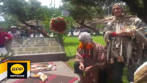 """Grupo de ciudadanos realizó ceremonia ancestral en protesta a la llegada de extranjeros que aseguran invadieron e intentaron """"enterrar la cultura de sus antepasados""""."""