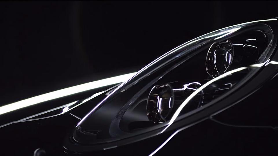 Segundo equipo diseñado junto con la compañía Porsche.