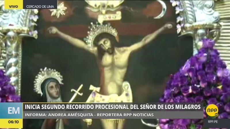 Miles de fieles acompañan la imagen en su segundo recorrido procesional de la temporada.