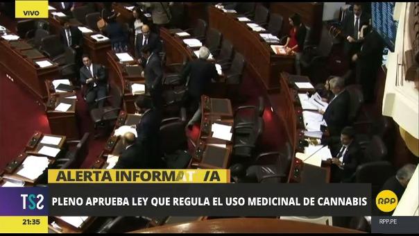 Los parlamentarios celebraron la medida que fue defendida por el congresista Javier Velásquez Quesquén, entre otros.
