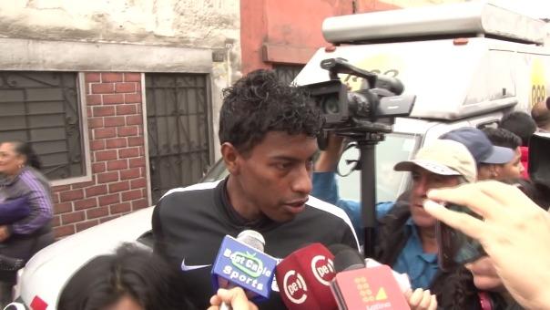 Miguel Araujo fue uno de los jugadores aliancistas que participó en la procesión del Señor de los Milagros.